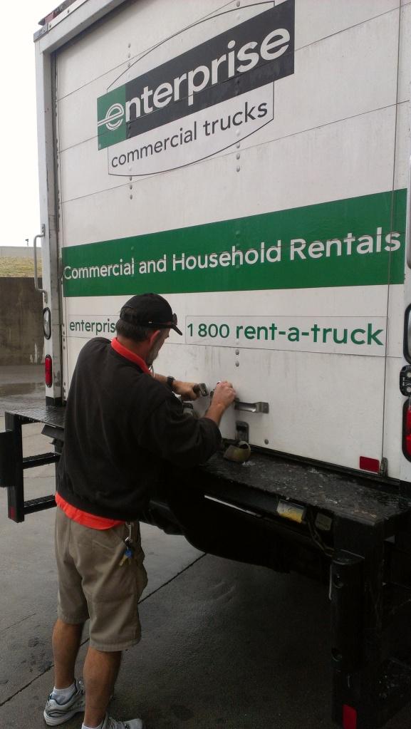 Ric loading truck